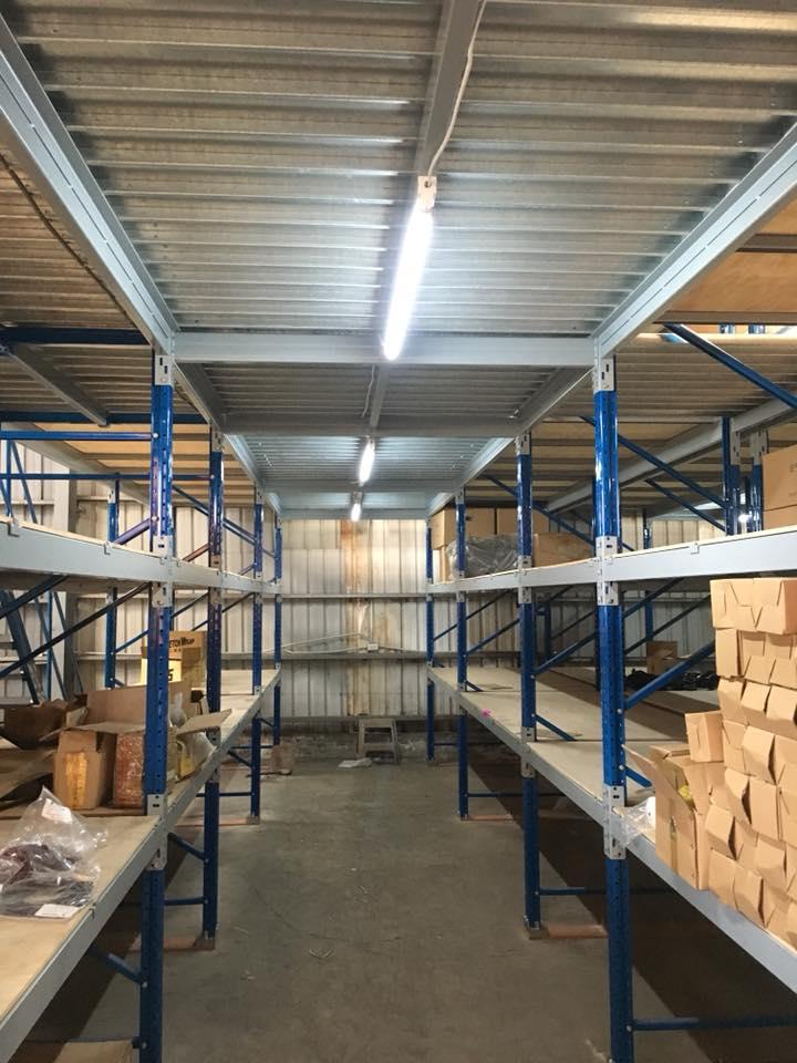 LED安裝在倉庫貨架 (2)