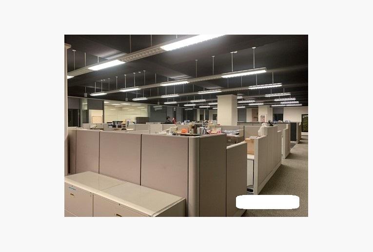 30個座位區高質感現成裝潢多面採光-3